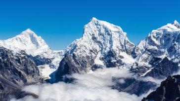 montagnes de l'Himalaya enneigées